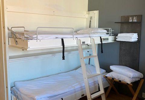 Vägg hängd säng