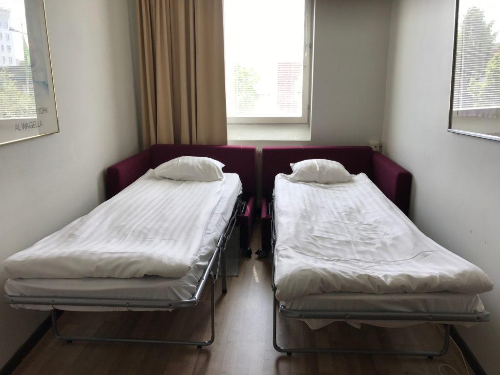 Redo att sova i dubbelrum med bädd soffa